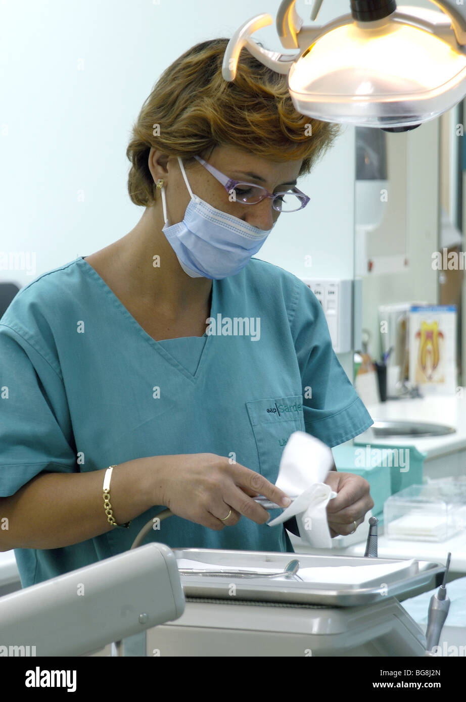how to clean clinic instrument