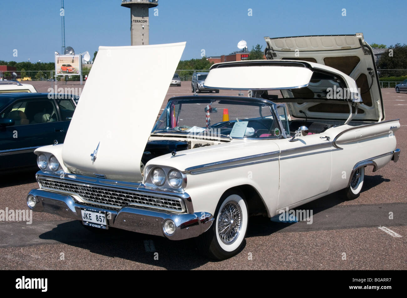 1959 ford sunliner convertible american car large folding retracting retractable metal hard top convertible classic