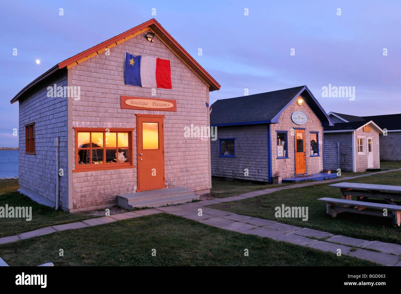 wooden houses in la grave ile du havre aubert iles de la. Black Bedroom Furniture Sets. Home Design Ideas
