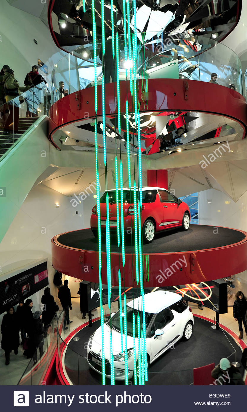 citroen car showroom in paris champs elysees stock photo royalty free image 27350241 alamy. Black Bedroom Furniture Sets. Home Design Ideas