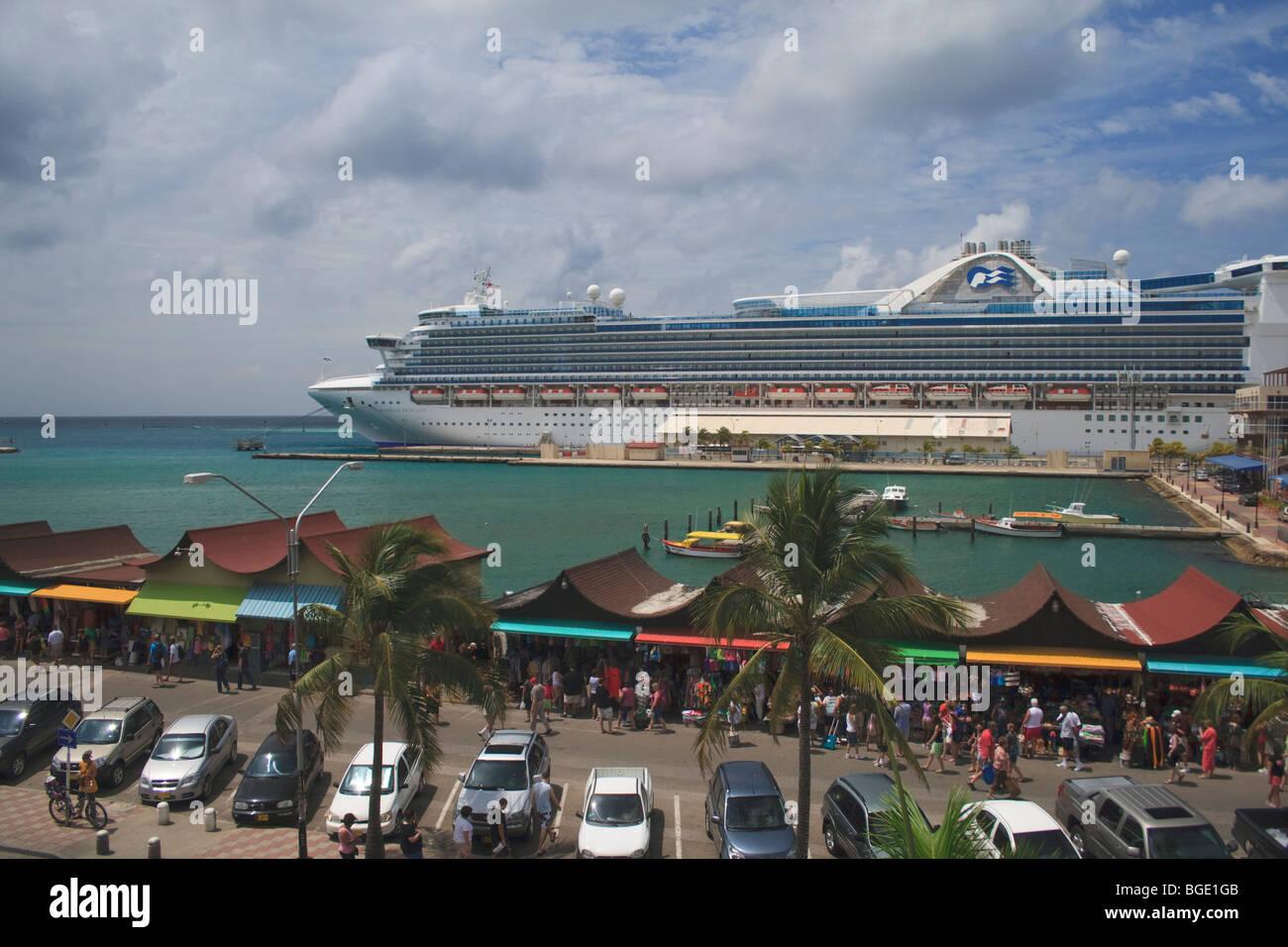 Royal Caribbean Caribbean Princess Cruise Ship At Port In - Cruise ships in aruba