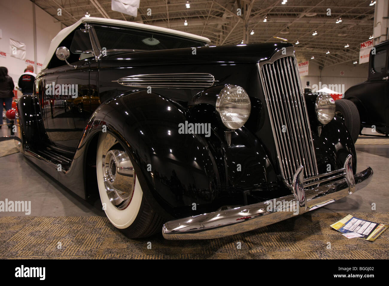 Custom vintage classic luxury black american retro cars on for Old classic american cars