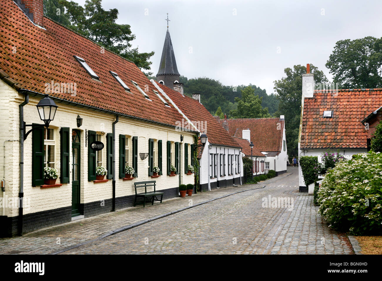 Cobbled street through the village deurle sint martens for Canape sint martens latem
