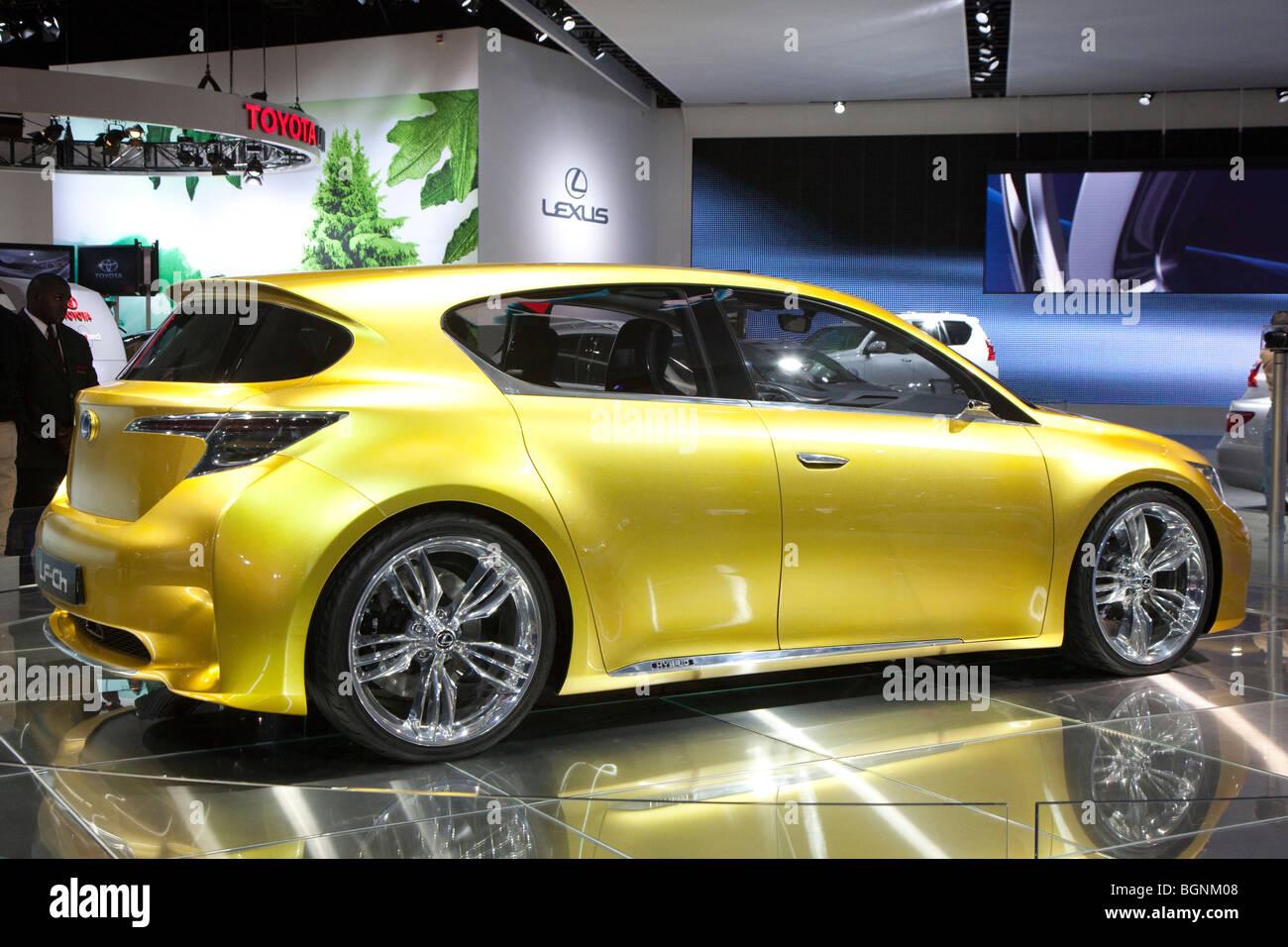 http://c8.alamy.com/comp/BGNM08/detroit-michigan-the-lexus-lf-ch-hybrid-concept-car-on-display-at-BGNM08.jpg