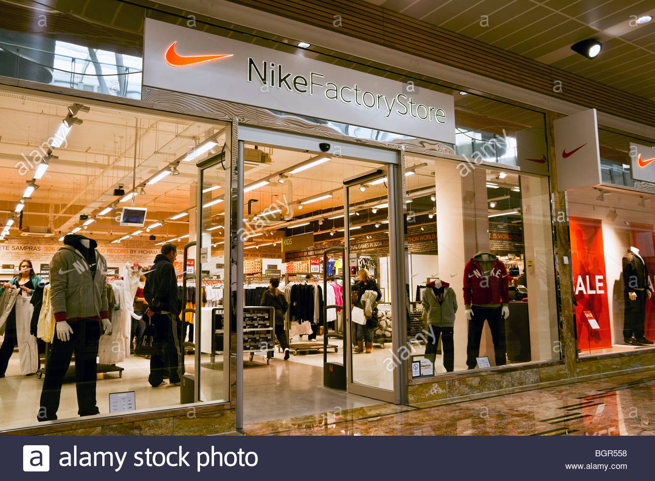 Nike factory store shop at gloucester quays designer for Outlet design