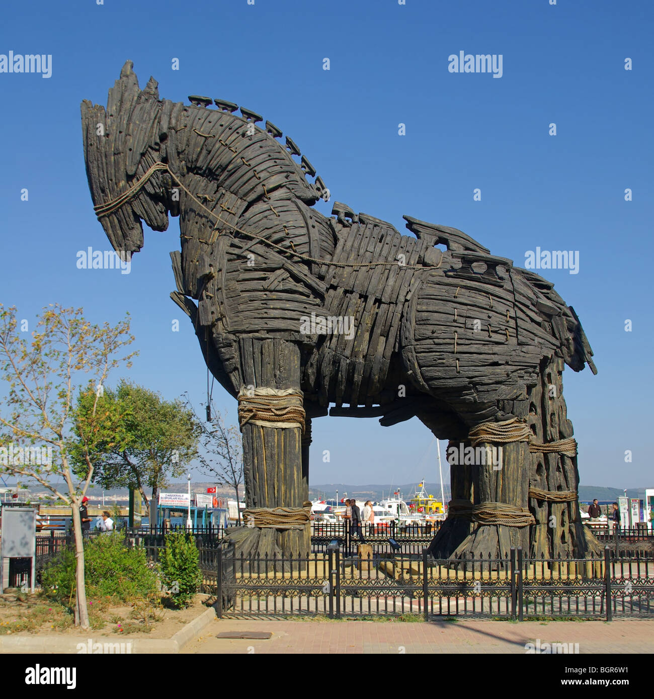 how to build a trojan horse