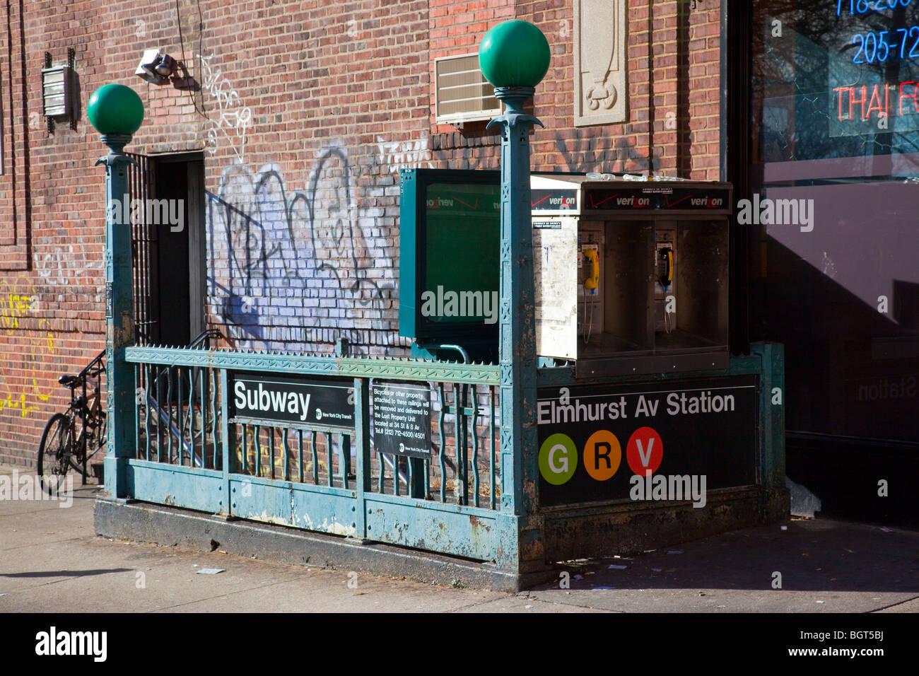 Graffiti wall in queens ny - Elmhurst Av Subway Station In Queens New York City Stock Image