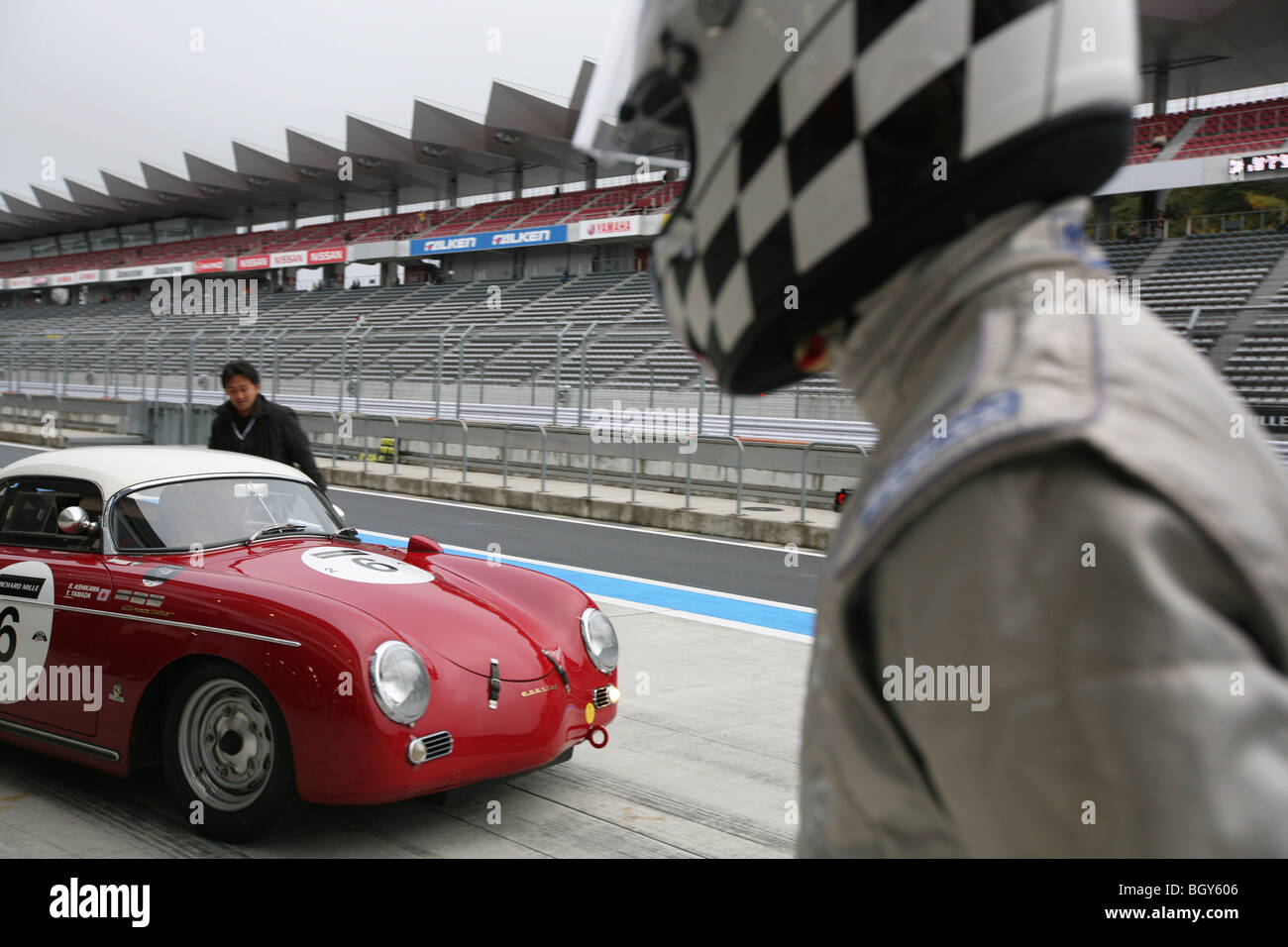 1955 porsche 356 speedster le mans classic car race fuji for Garage automobile le mans