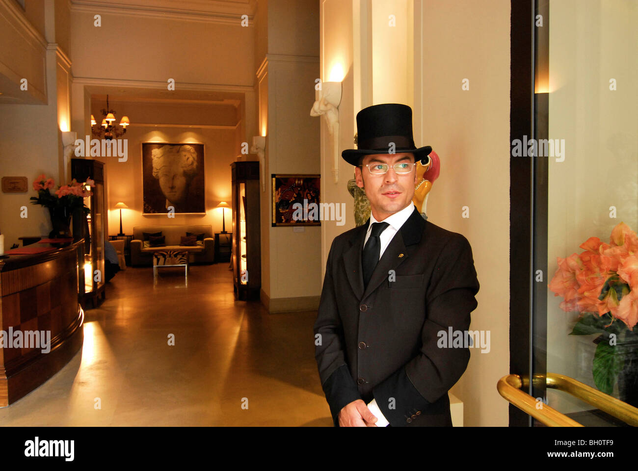 Doorman wearing a top hat in front of the lobby of the Savoy Hotel Florence Tuscany Italy Europe  sc 1 st  Alamy & Doorman wearing a top hat in front of the lobby of the Savoy Hotel ... pezcame.com