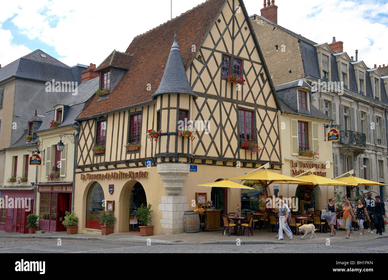 old city of bourges with restaurants the way of st james chemins stock photo royalty free. Black Bedroom Furniture Sets. Home Design Ideas