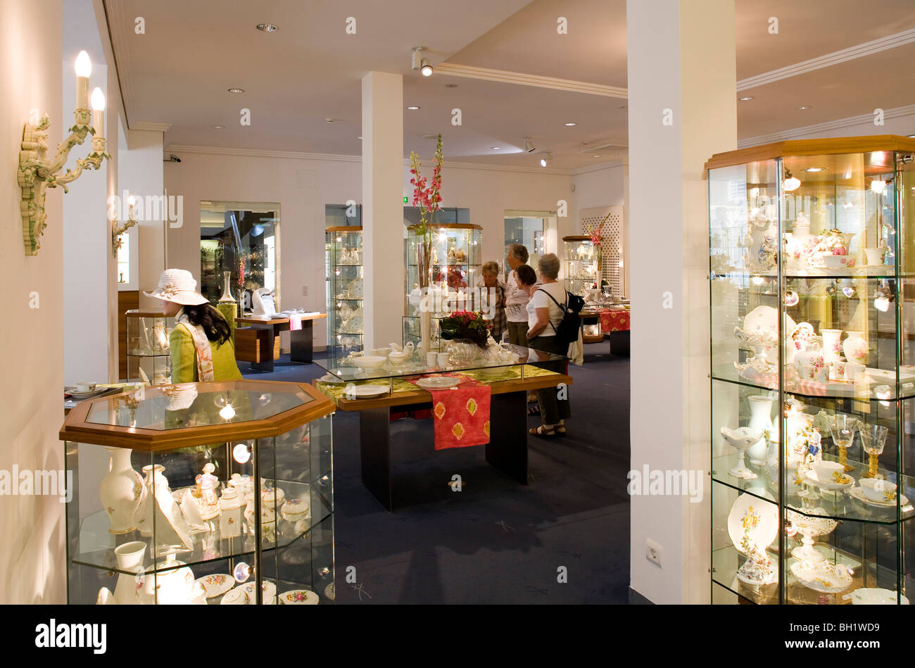 porzellan manufaktur meissen boutique of the porzellan museum stock photo royalty free image. Black Bedroom Furniture Sets. Home Design Ideas