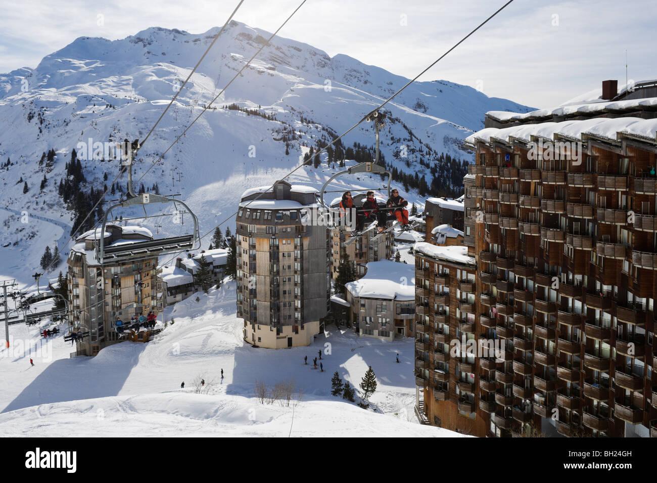 Chairlift going past the resort centre avoriaz portes du - Centre commercial les portes du soleil juvignac ...