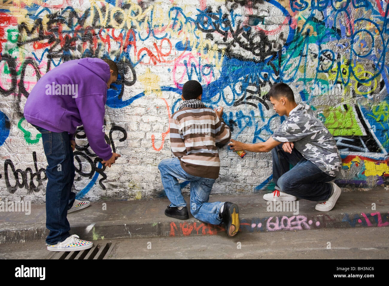 Graffiti wall ann arbor - Teenage Gang Doing Graffiti On A Wall Stock Image