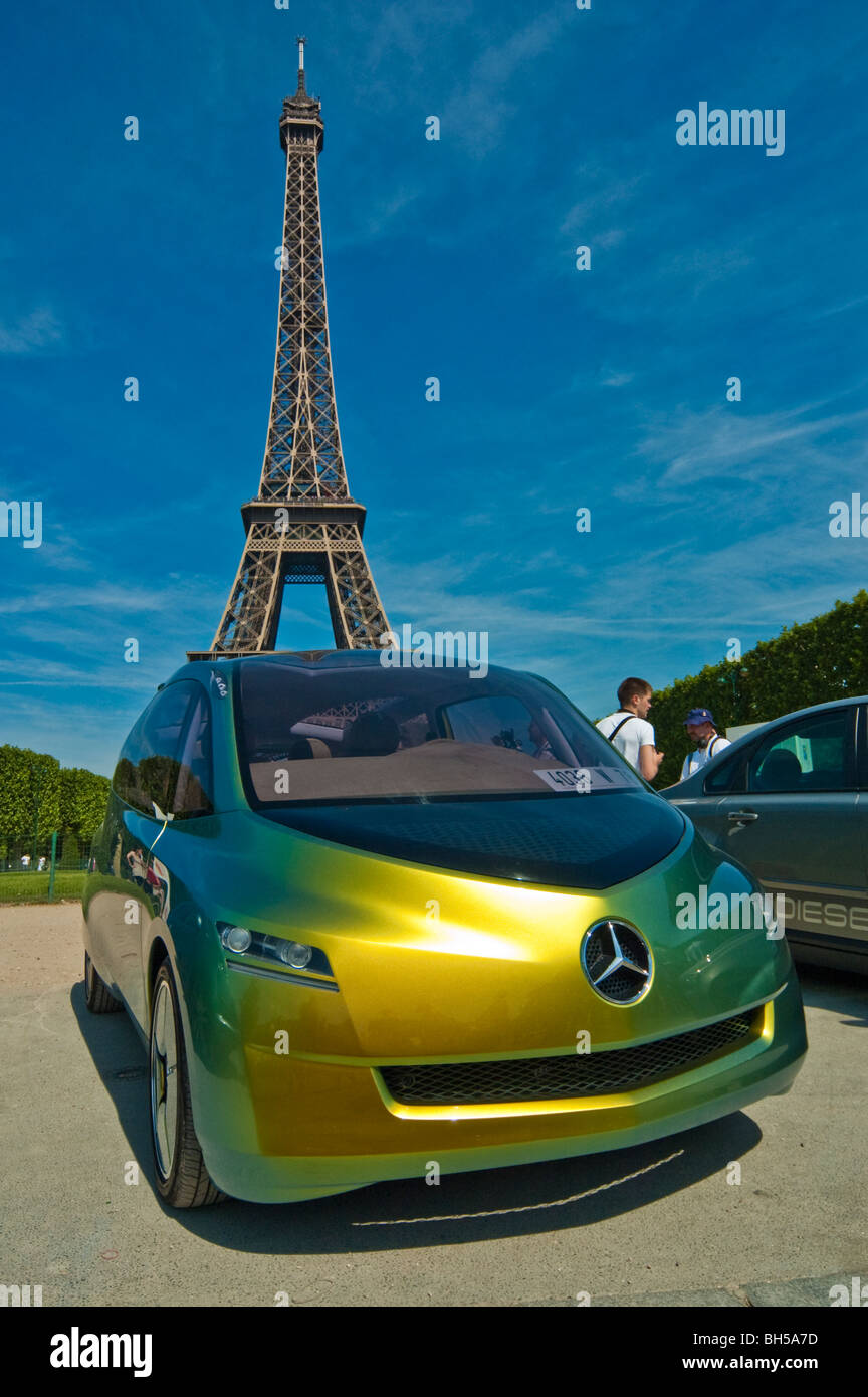 Mercedes Eiffel Tower : Mercedes benz bionic car in front of eiffel tower on