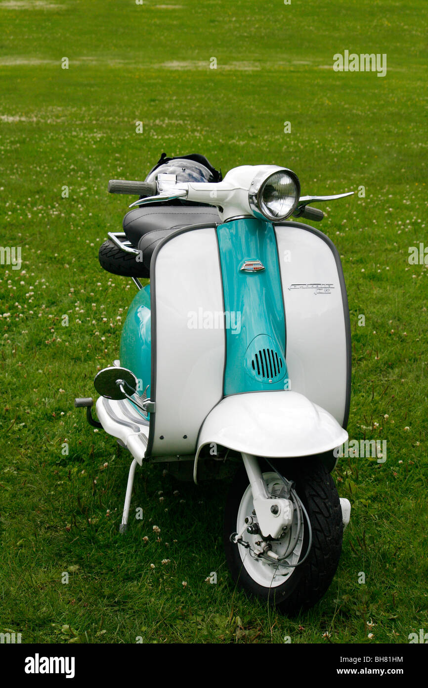 White and turquoise Lambretta 150 vintage scooter much ... Lambretta Scooter Vintage