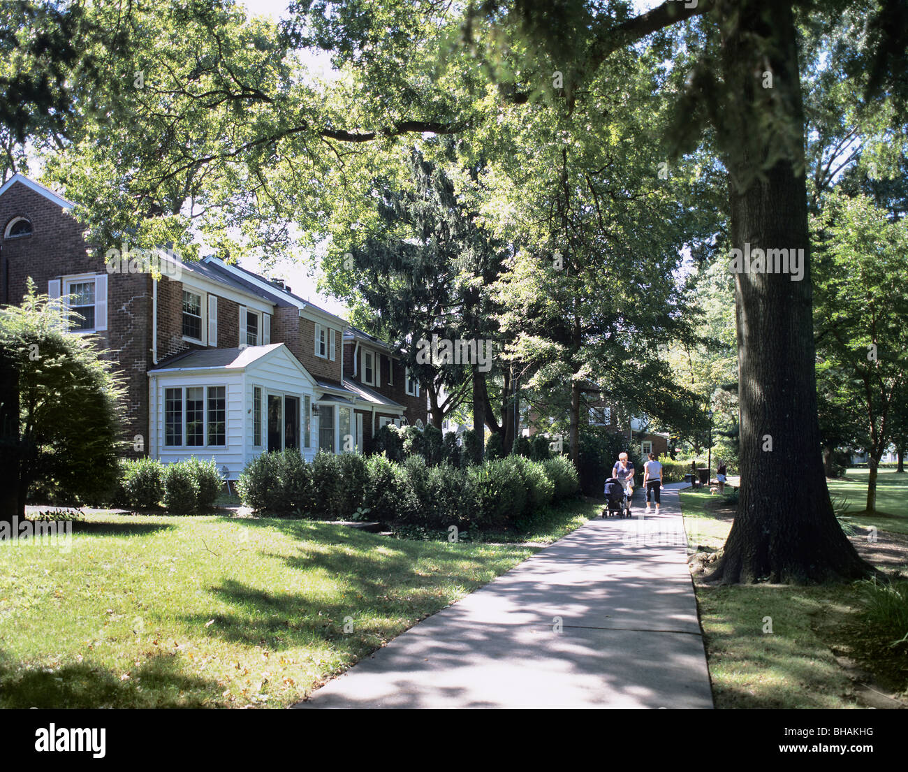 houses footpath route and parkland in the model suburb of radburn stock photo 27894428 alamy. Black Bedroom Furniture Sets. Home Design Ideas