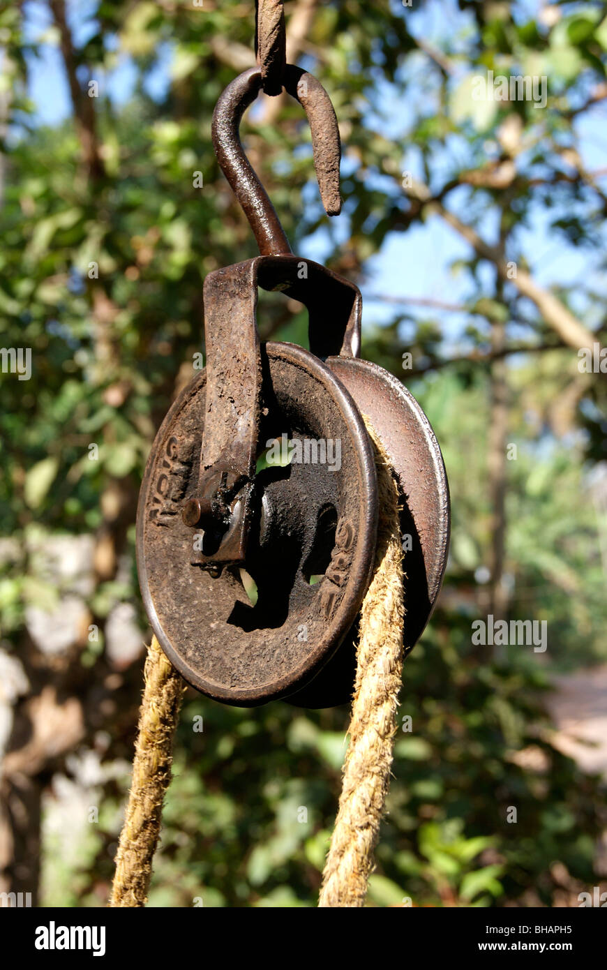 Rope And Pulley Mechanism : Rope and pulley mechanism for dragging water from well