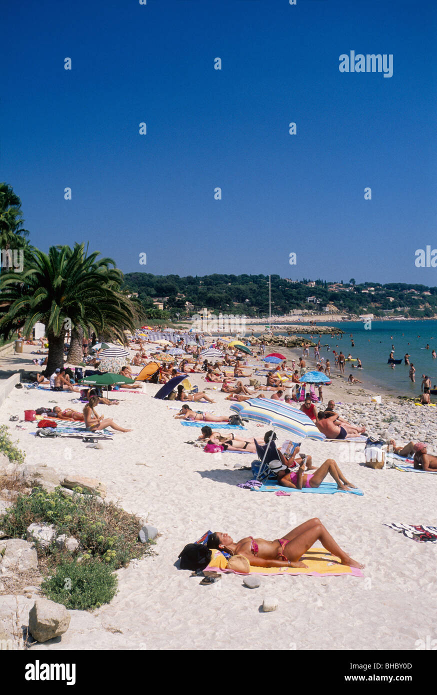 Beaches In Southern France Lively Holidays Scene In August