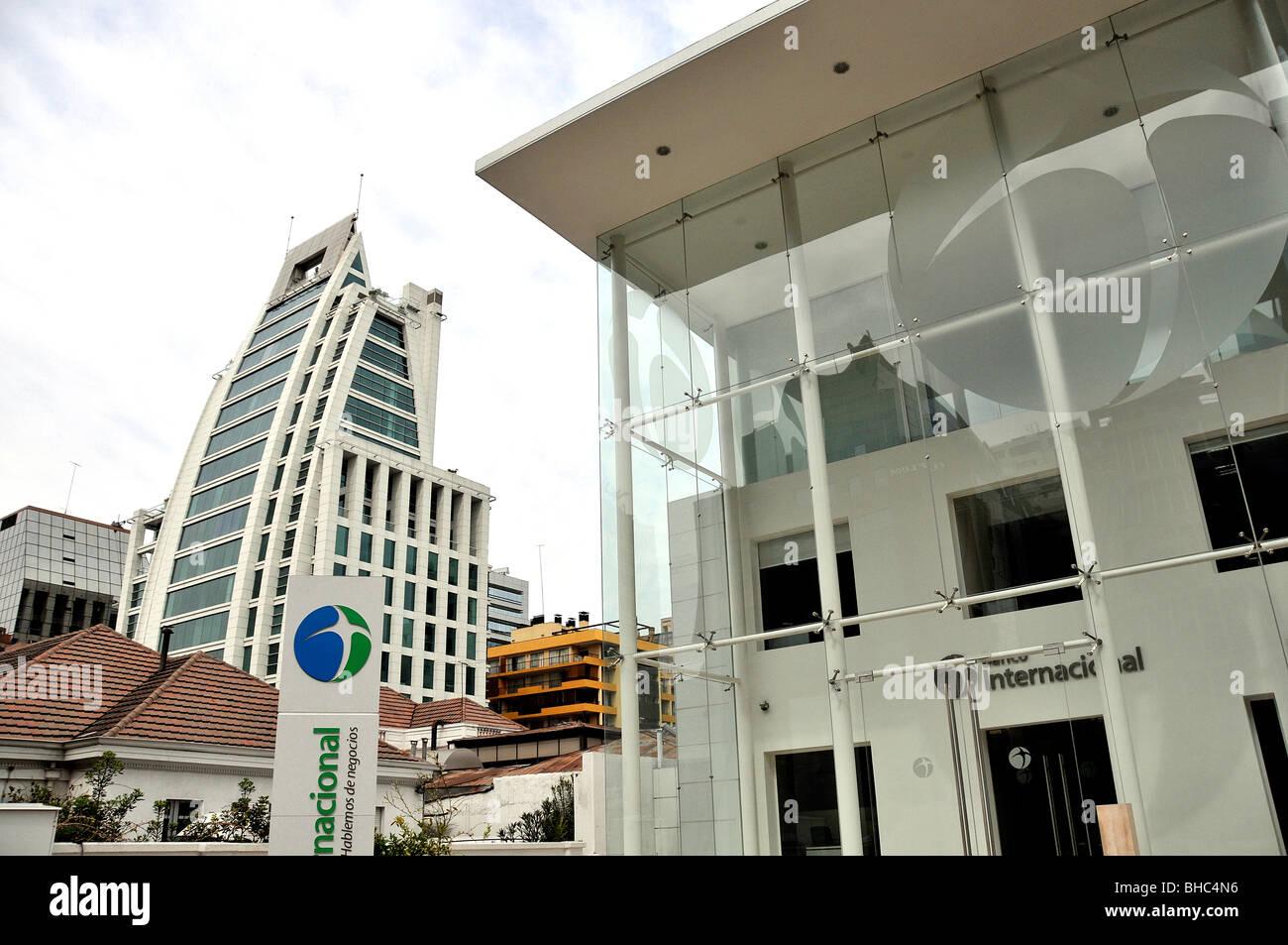 Modern buildings and bank banco internacional santiago for Banco internacional