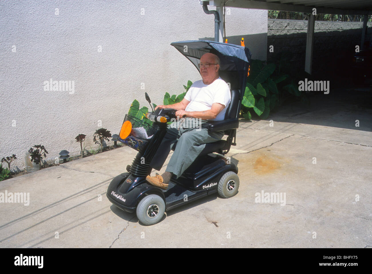 Senior man handicap ride electric cart mobile wheel for Motorized cart for seniors
