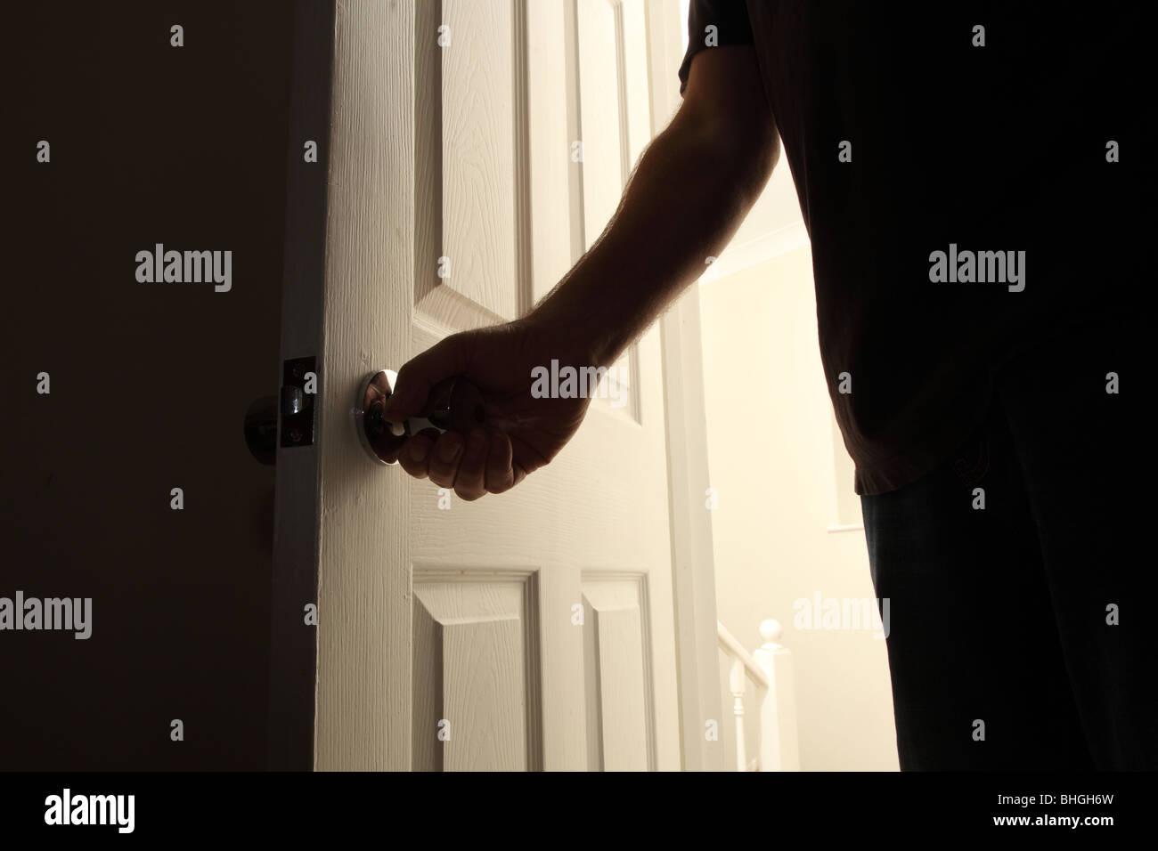 Opening Door & Download Woman Opening A Door At Night ...
