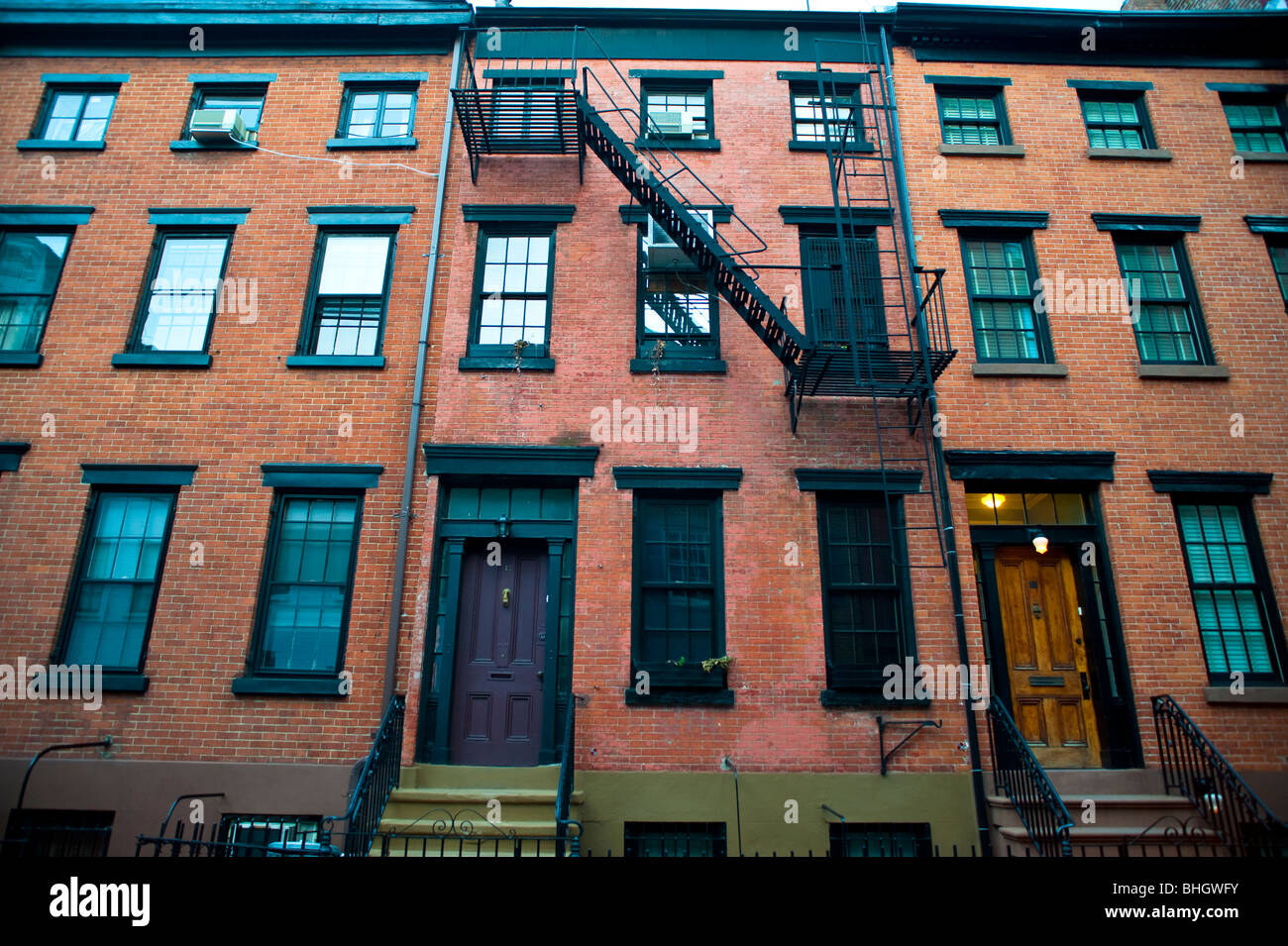 Image gallery old brick apartment for Big city apartments