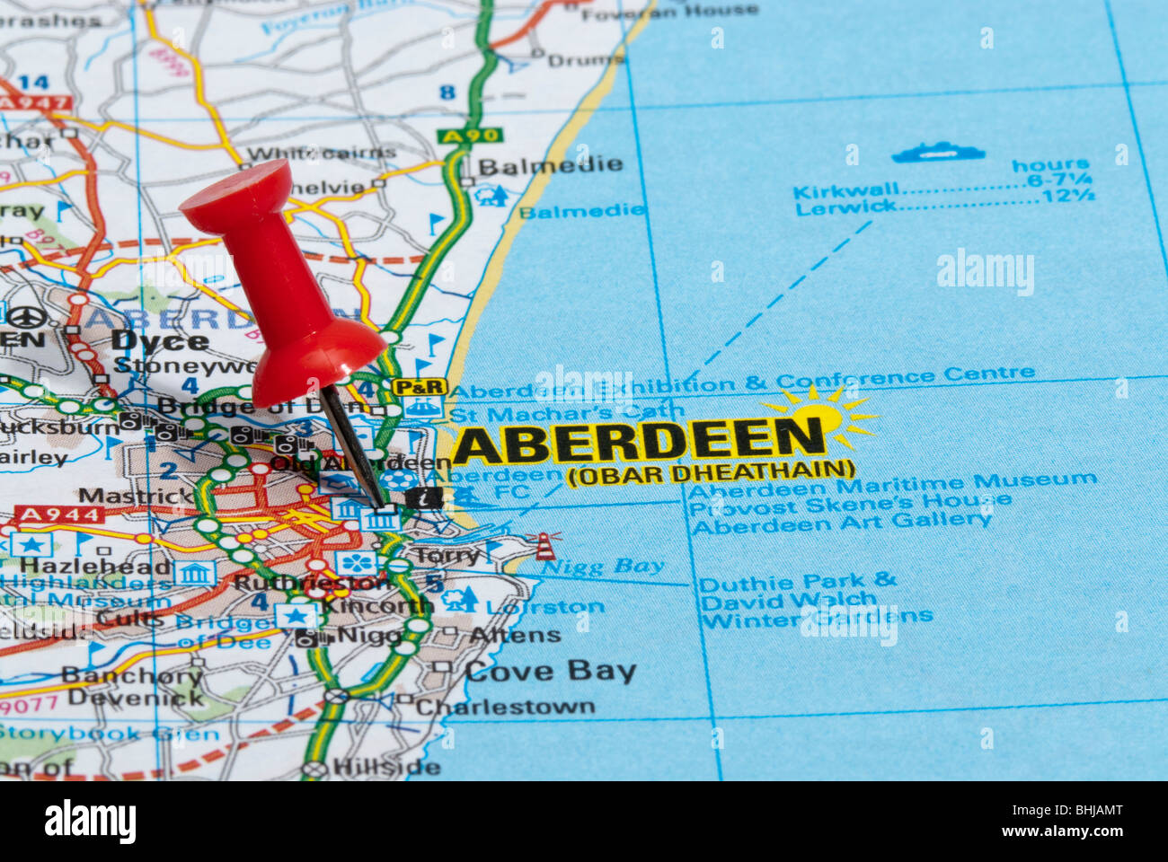 red map pin in road map pointing to city of Aberdeen Stock Photo
