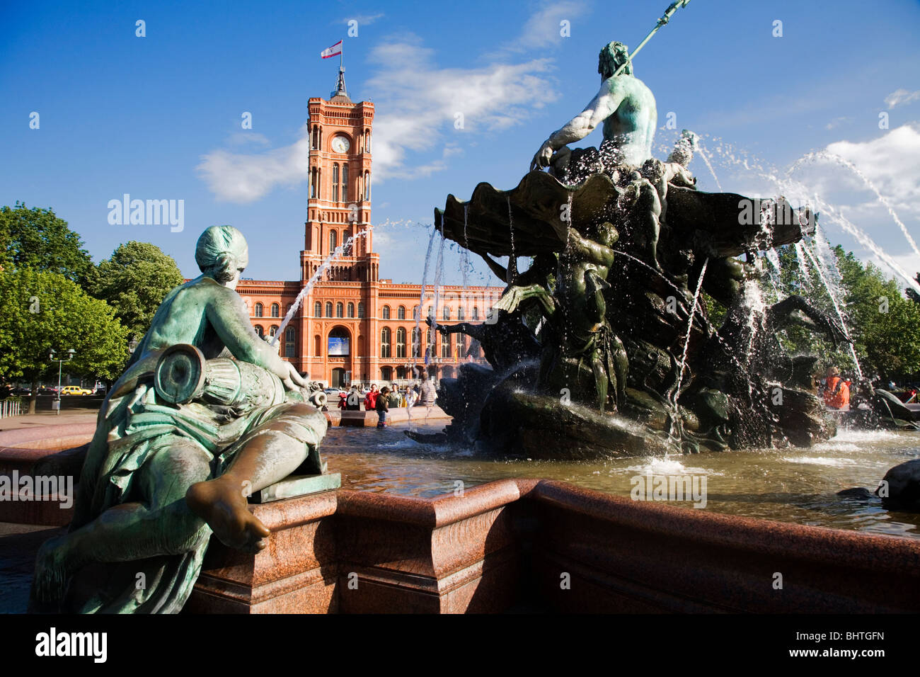 the rotes rathaus red town hall with the neptunbrunnen. Black Bedroom Furniture Sets. Home Design Ideas