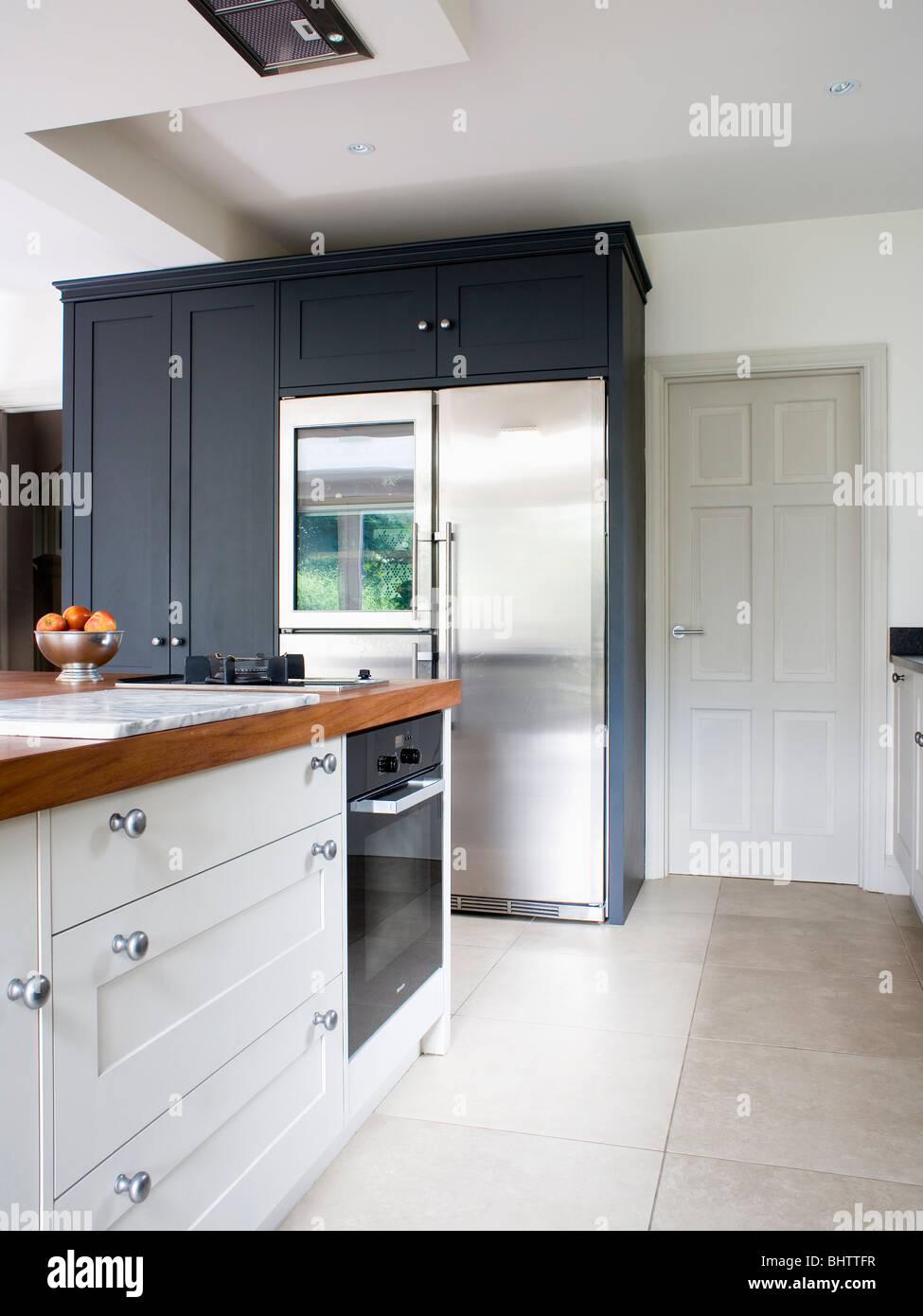 American style kitchen - Large Stainless Steel American Style Fridge Freezer In Modern White Kitchen