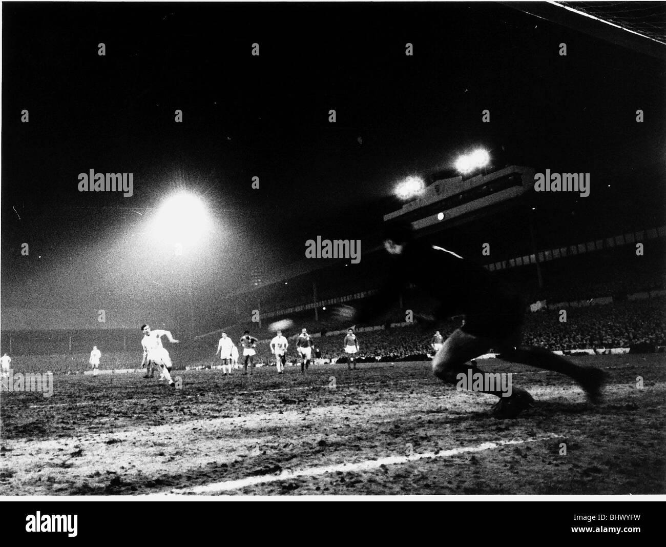 Danny Blanchflower Tottenham Hotspur v Benfica football