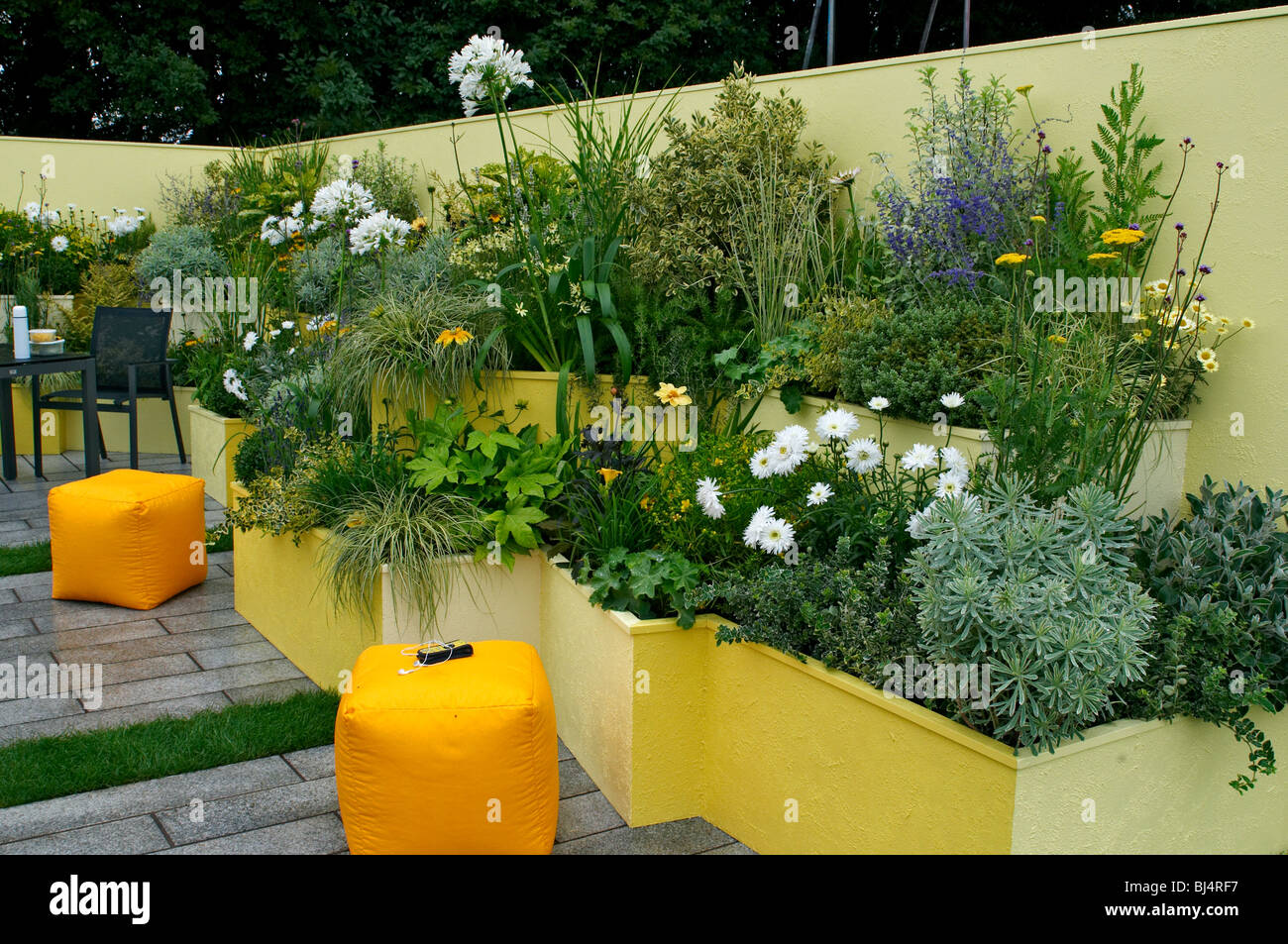 office garden. A Colourful Contemporary Courtyard Office Garden With Planted Containers Built Tnto The Surround