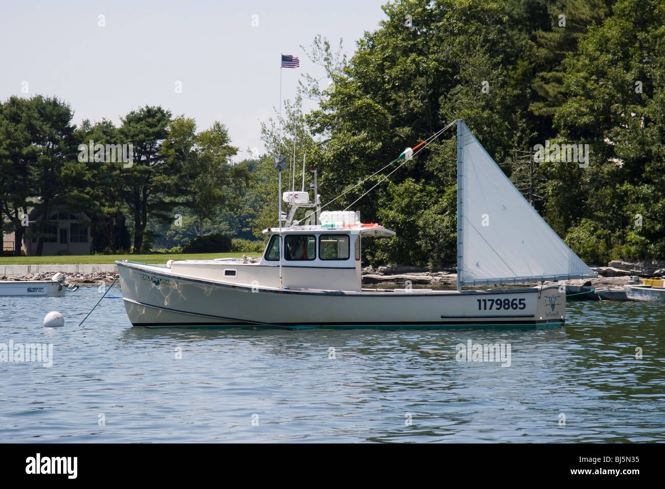 Boats yachts maine boats lobster boats picnic boats sailing - Lobster Boat With A Steadying Sail In Quahog Bay Stock Image