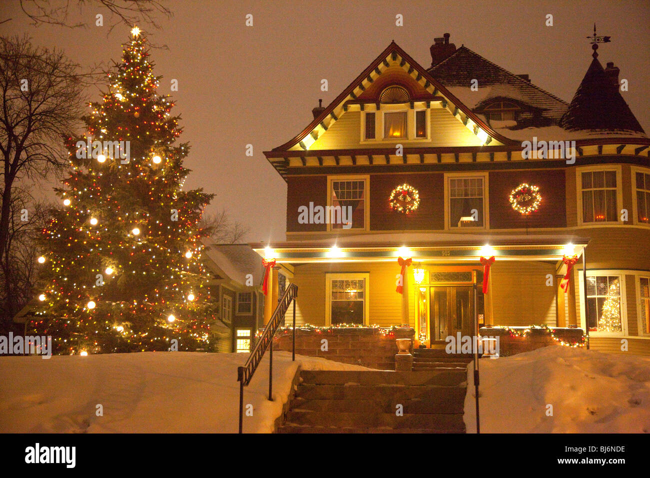 Christmas house outside -  Outside Nighttime Christmas Tree And Decorated House St Paul Minnesota Usa Stock Photo