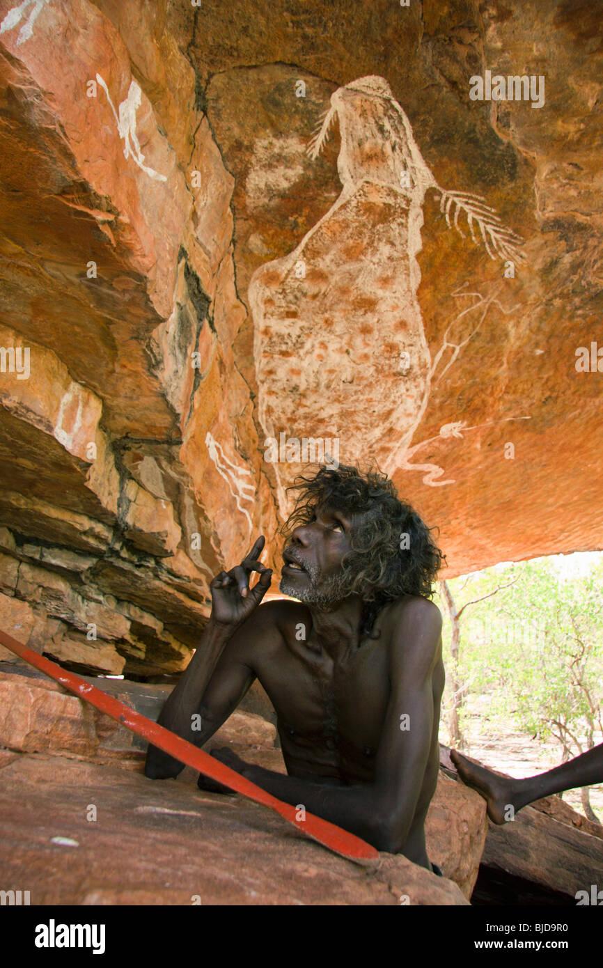 Aboriginal elder tom noytuna with the rainbow serpent rock - Peinture effet serpent ...