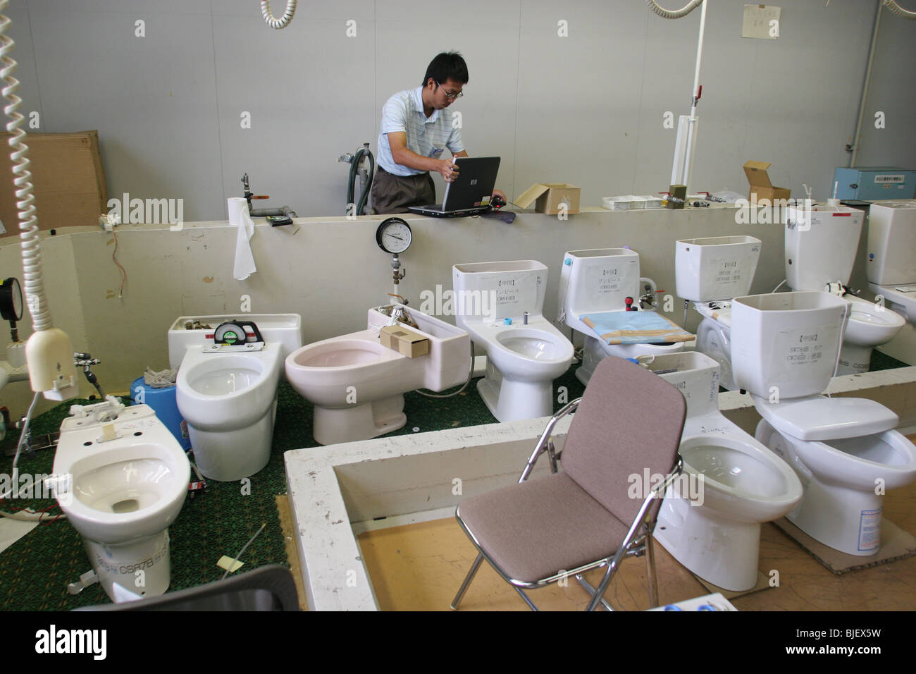 An Employee Checks The Water Functions Of Various Types Of Toilets - Toto japanese toilet seat