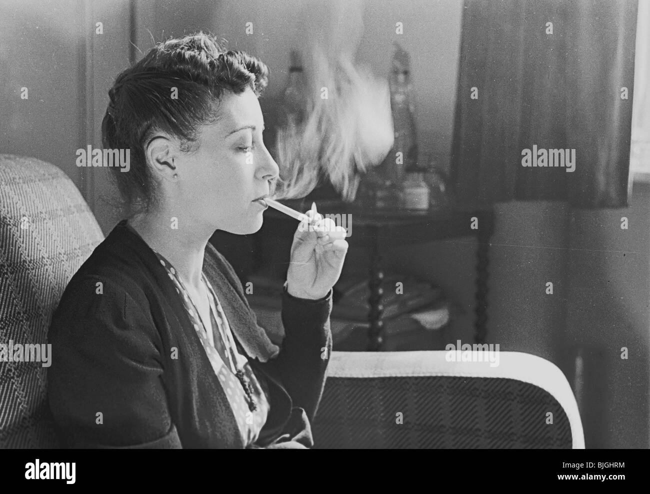 http://c8.alamy.com/comp/BJGHRM/photograph-of-a-young-lady-sitting-in-a-chair-learning-how-to-smoke-BJGHRM.jpg