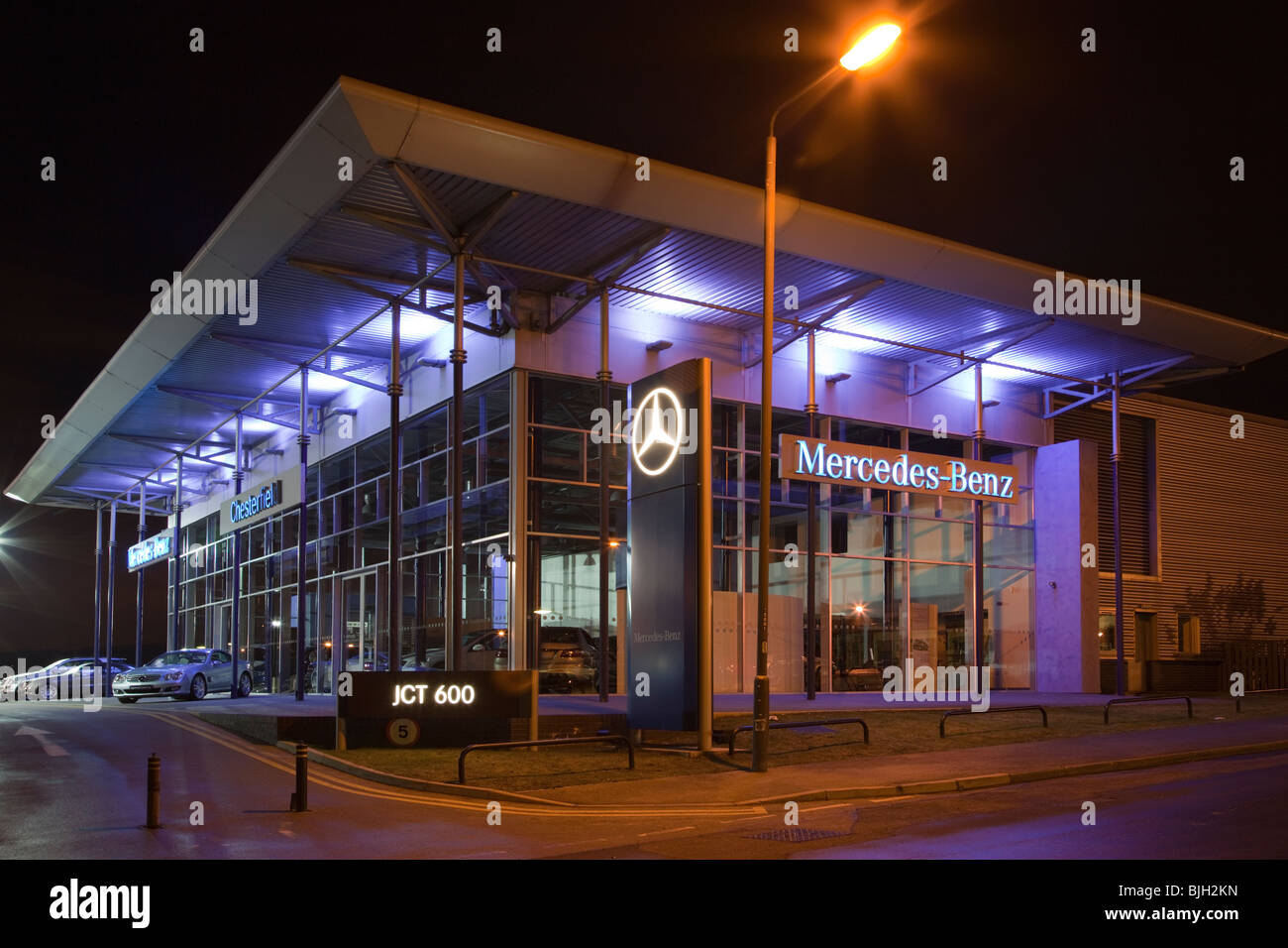 Mercedes benz dealership at night chesterfield derbyshire for Dealership mercedes benz