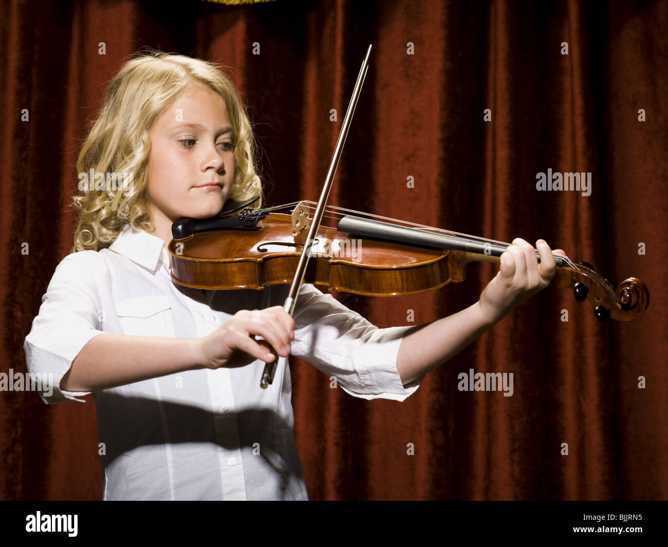 Girl playing violin on stage Stock Photo, Royalty Free ...