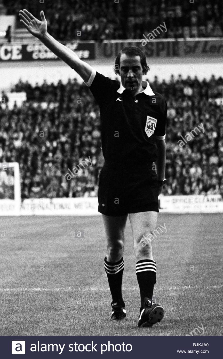 30/08/80 LEAGUE CUP RANGERS V FORFAR (3 1) IBROX   GLASGOW Referee Bob  Valentine