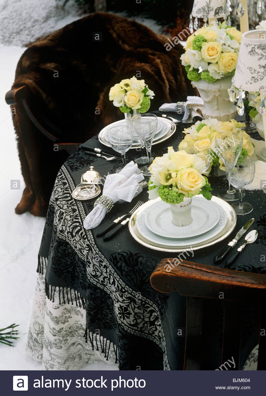 Elegant Winter Table Setting with White Floral Bouquets (San Moritz ...