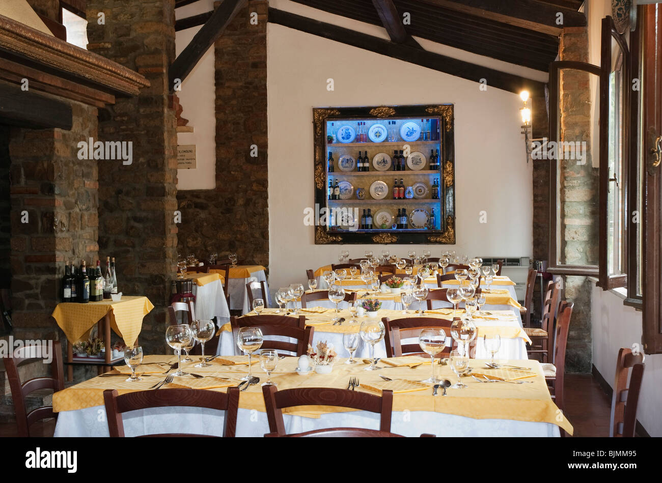 Restaurant taverna dei barbi in the brunello winery for Restaurant italien 95