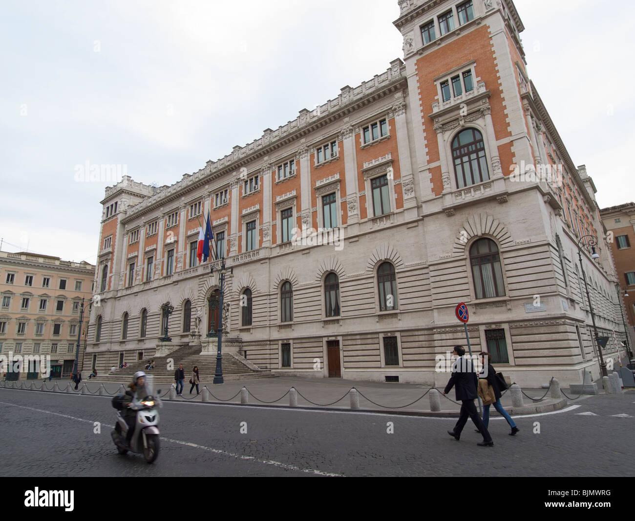 Italian parliament building plaza del parlamento rome for Roma parlamento