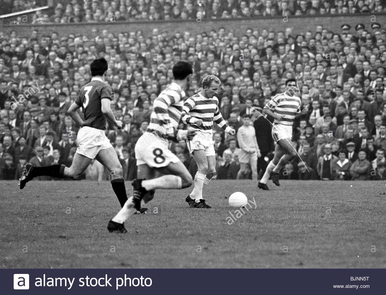 SEASON 1965 1966 CELTIC FC Jimmy Johnstone in action Stock