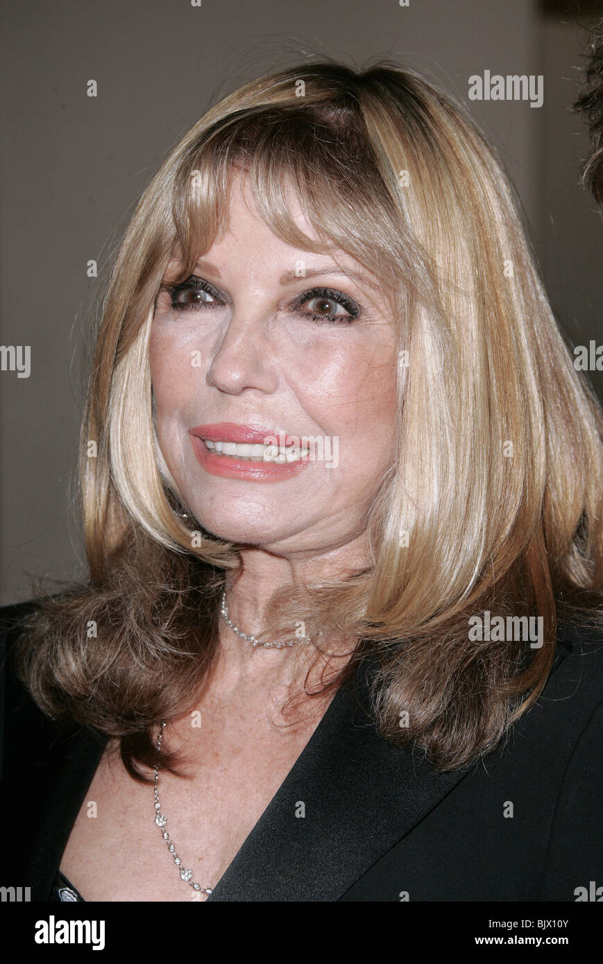 NANCY SINATRA 55TH ACE EDDIE AWARDS <b>BEVERLY HILTON</b> HOTEL BEVERLY HILLS LA ... - nancy-sinatra-55th-ace-eddie-awards-beverly-hilton-hotel-beverly-hills-BJX10Y