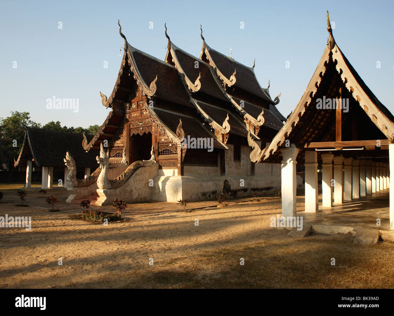 Wat ton kwen a classic example of lanna architecture for Wat architecture