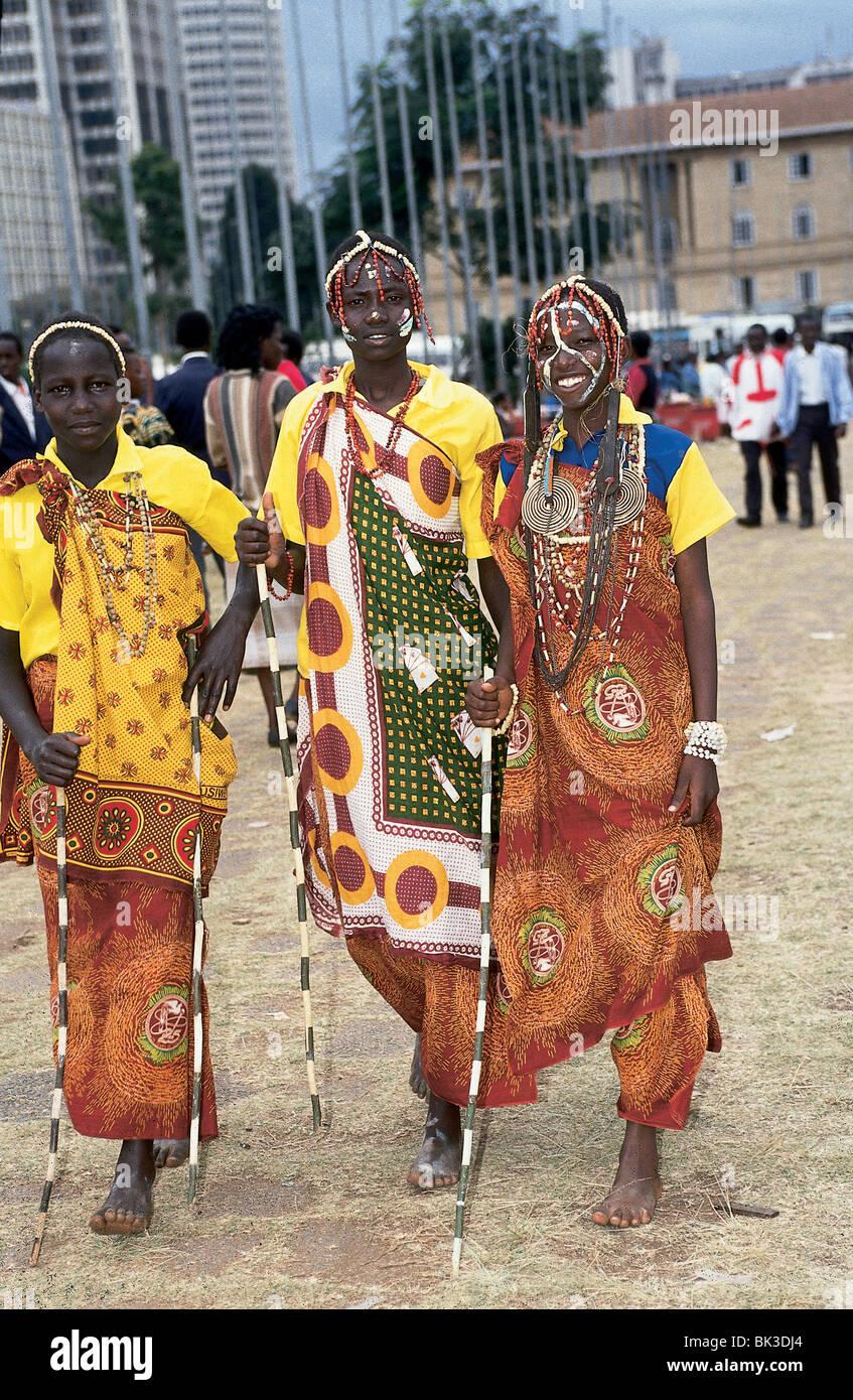 kenyan women in nairobi wearing traditional clothing