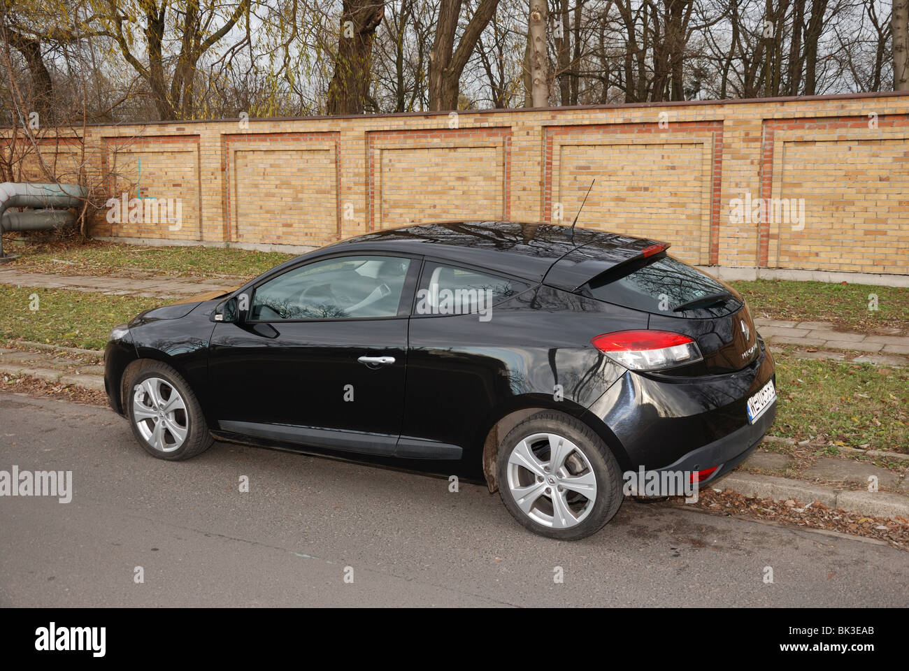 renault megane iii coupe 2 0 tce my 2009 black metallic two stock photo 28965955 alamy. Black Bedroom Furniture Sets. Home Design Ideas