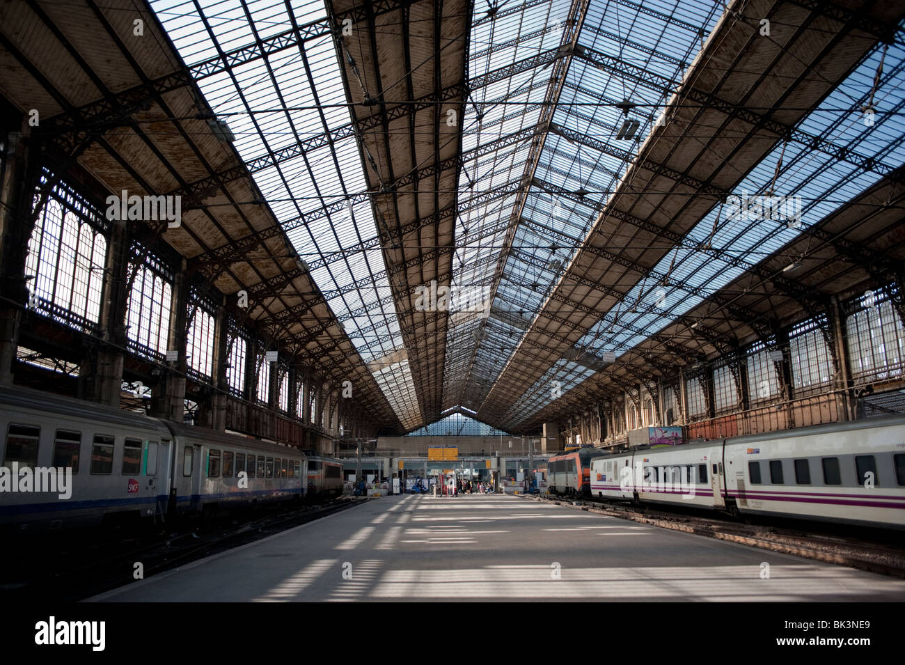 Paris france gare d 39 austerlitz train station inside for Train tours paris austerlitz