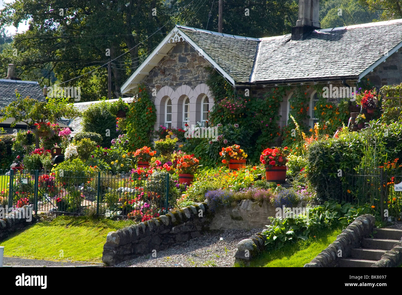 loch lomond luss cottage garden stock photo royalty free image 29069411 alamy. Black Bedroom Furniture Sets. Home Design Ideas