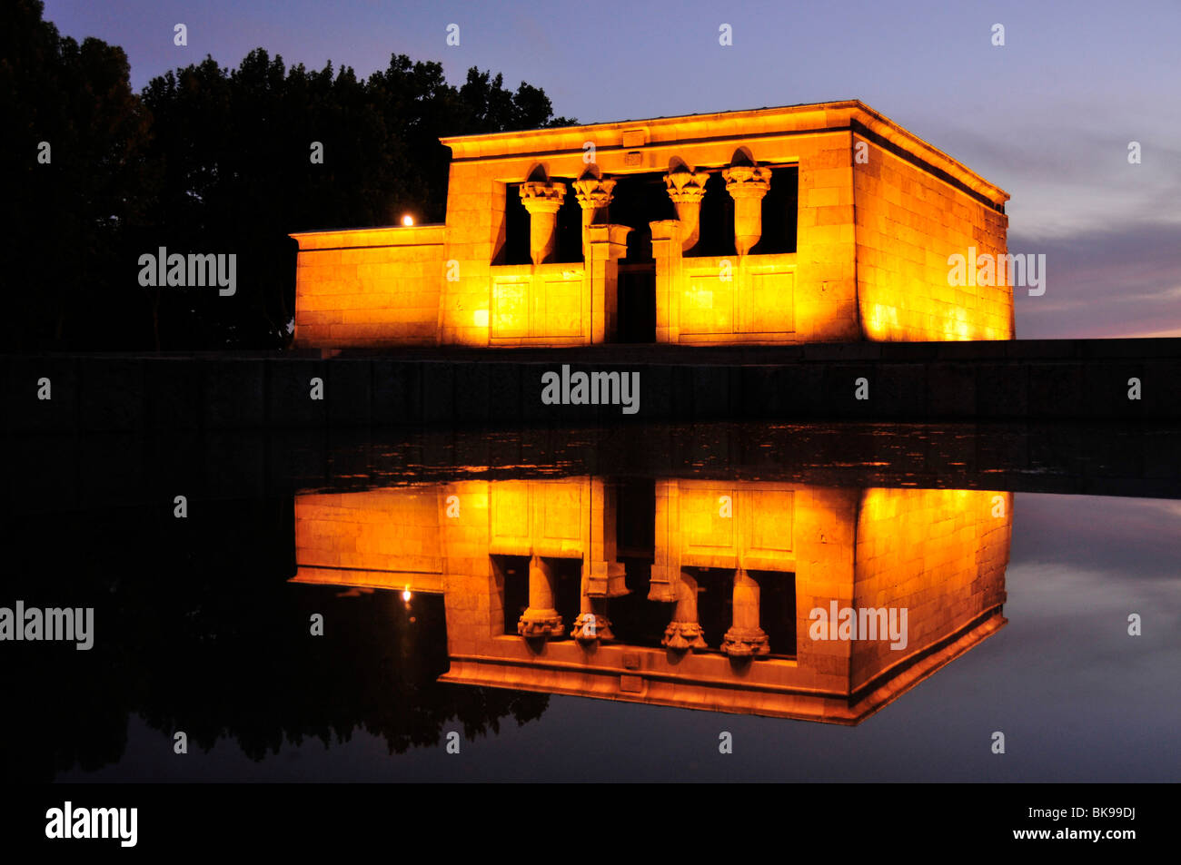 templo de debod nubian temple dusk a gift from the egyptian government to spain in madrid spain iberian peninsula e